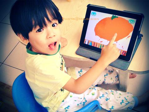 Todd用ipad的tomica app軟體畫橘子[作畫日02.jpg