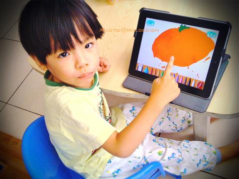 Todd用ipad的tomica app軟體畫橘子01.jpg