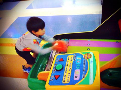 Todd在SEGA WORLD玩保齡球04.jpg