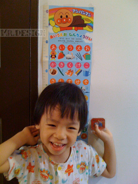20100517-Todd量身高~偶100公分了02