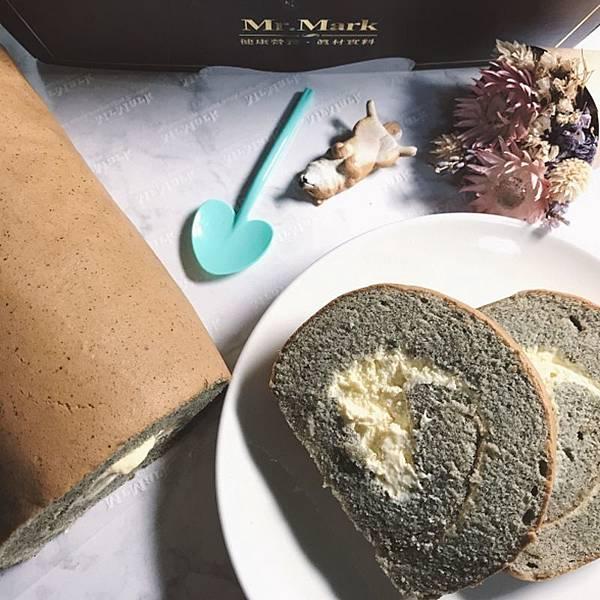 IG-kaohsiung_foodie_emilie-燕麥豆漿蛋糕捲-芝麻口味-01.jpg