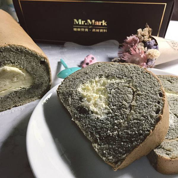 IG-kaohsiung_foodie_emilie-燕麥豆漿蛋糕捲-芝麻口味-02.jpg