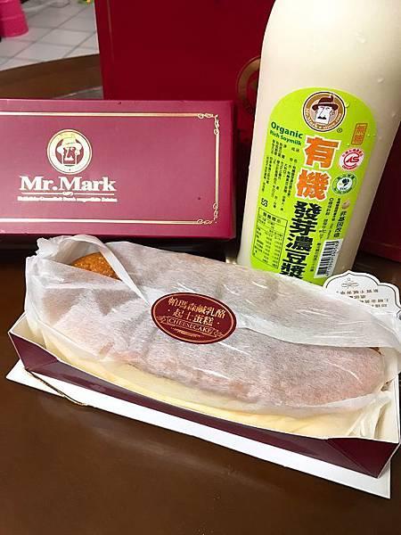IG-pingping_eat-帕瑪森鹹乳酪起士蛋糕+馬可先生有機發芽濃豆漿-02.jpg
