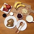 IG_iu0302-咖啡燕麥豆漿蛋糕捲+馬可先生有機發芽濃豆漿-01.jpg