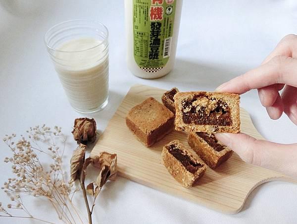 IG_coffee_food-雜糧酥禮盒伴手禮(鳳梨酥口味-桂圓酥口味)+馬可先生有機發芽濃豆漿-01.jpeg
