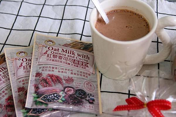 IG-kaohsiung_foodie_emilie-馬可先生-德國月聖誕節-紅藜麥可可燕麥奶-商品開箱圖 (8).jpg