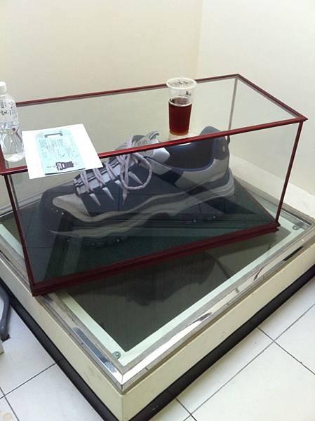 鞋技中心裡超大鞋