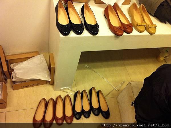 等著棚拍的鞋子們