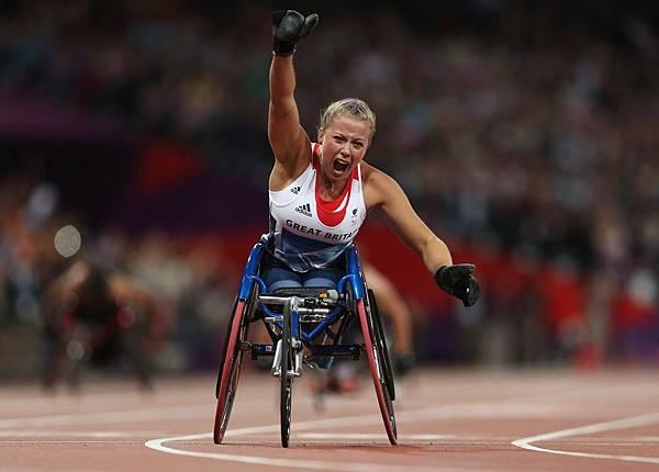 英國 Hannah Cockroft 贏得女子 200 公尺輪椅競速 - T34 決賽
