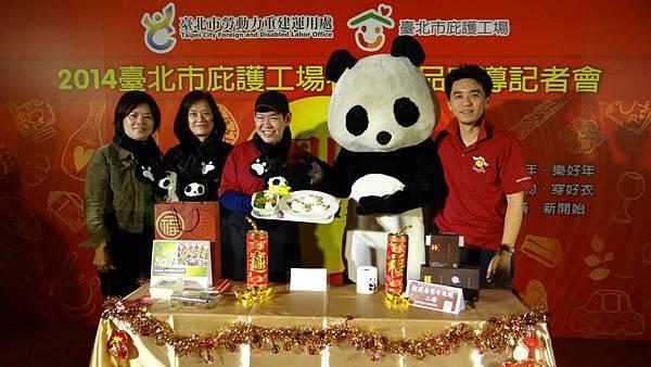 ▲ENJOY 台北餐廳推出「貓熊圓仔造型-咖哩雞套餐」。