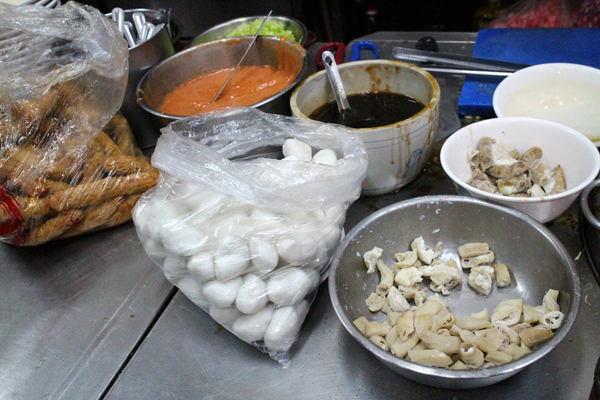 王記菜頭粿糯米腸:{台中}王記菜頭粿糯米腸!~第二市場老字號小吃.來一份三樣