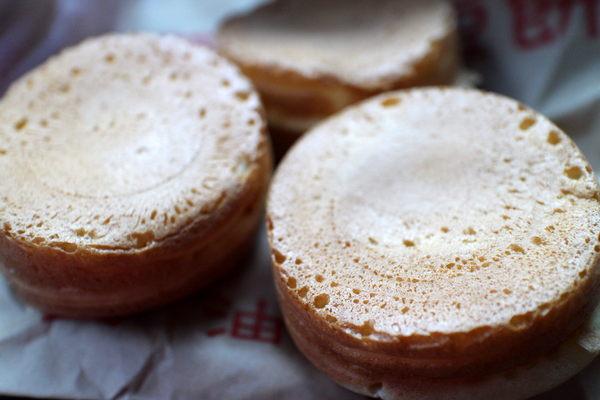 萬丹紅豆餅(總店):{屏東}萬丹紅豆餅.黃(總店)~傳統銅板美食.綿密紮實的古早味