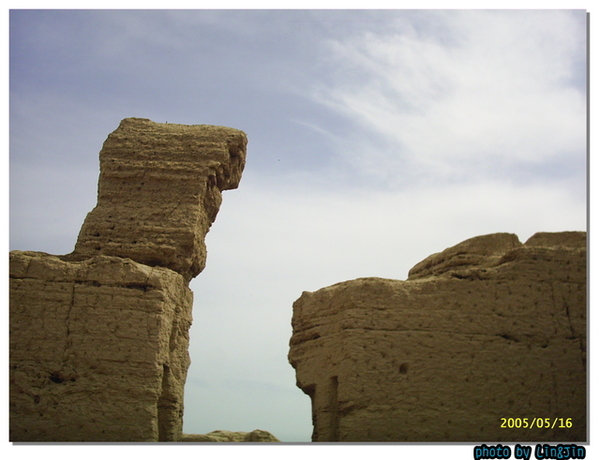 吐魯番交河故城~千年前是誰家的牆~
