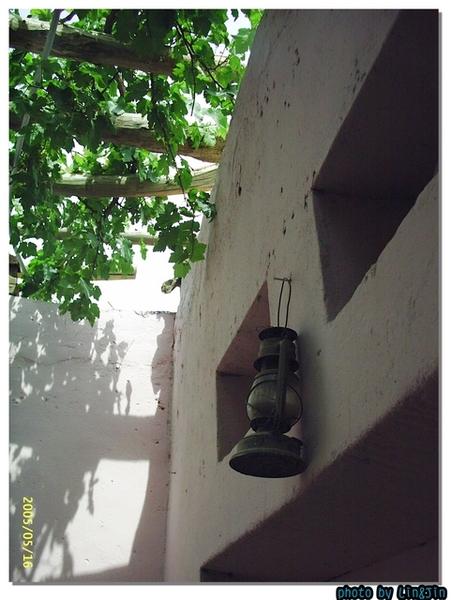 吐魯番葡萄溝民宅~晚上屋外還是點油燈~