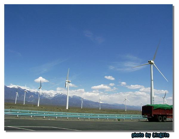 達板城風力發電廠~有百座以上~