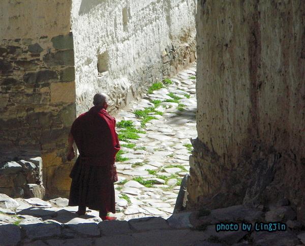 札什倫布寺的老僧人-2.JPG