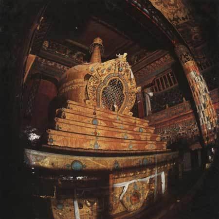九世達賴喇嘛靈靈塔.jpg