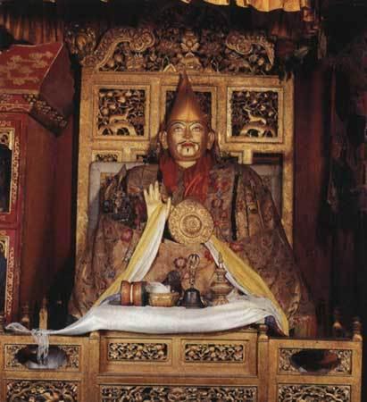 十三世達賴喇嘛靈塑像.jpg