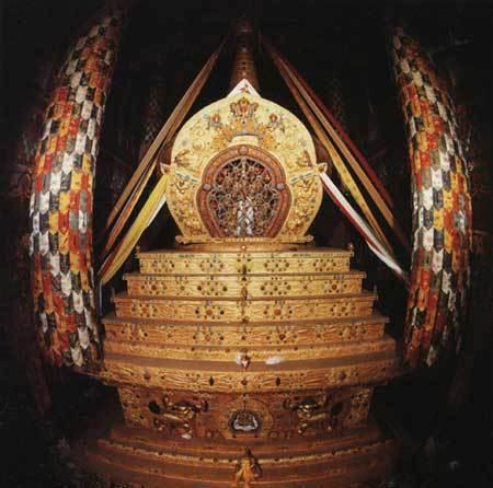 十三世達賴喇嘛靈塔.jpg
