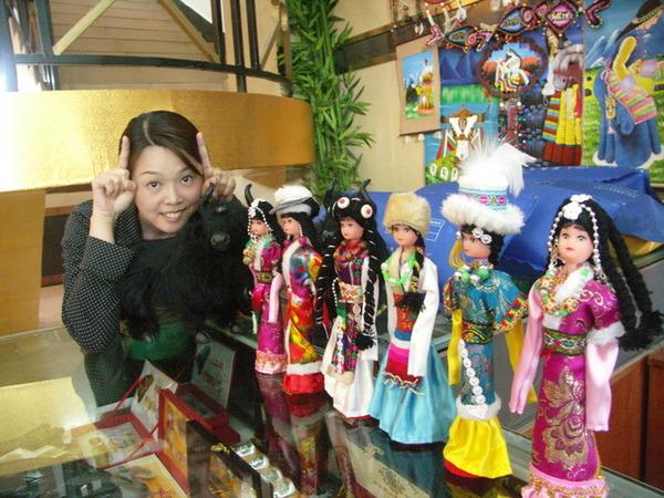 飯店賣的藏族人偶與牛-1.JPG