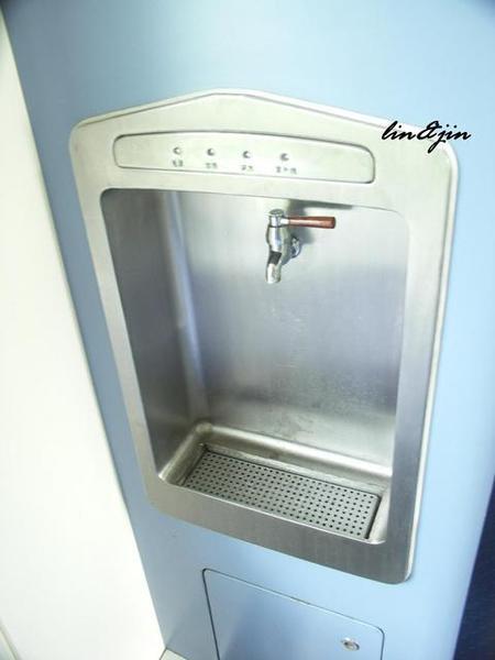 青藏鐵路列車裡的飲水機