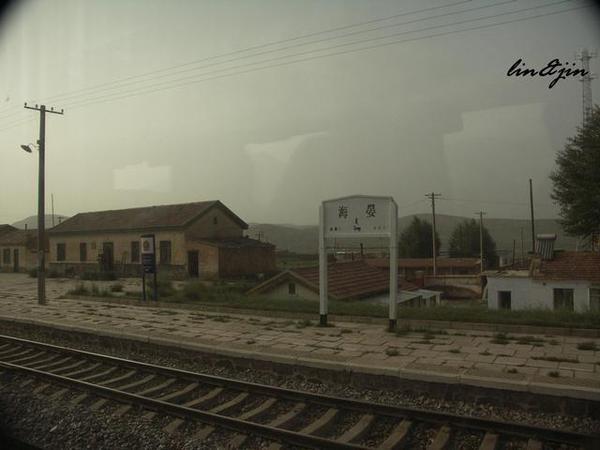 青藏鐵路遇到第一個車站-海晏
