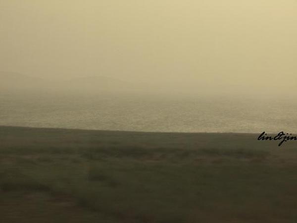 青藏鐵路遠眺青海湖