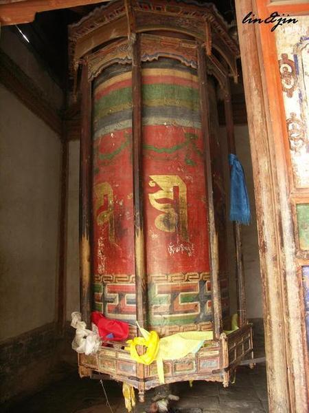 塔爾寺三世達賴喇嘛靈塔殿轉經桶
