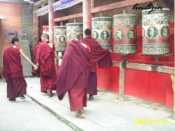 塔爾寺喇嘛-轉經桶