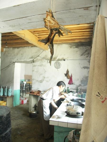 日喀則路邊午餐餐廳廚房