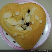 鮮奶胡蘿蔔麵包4.JPG
