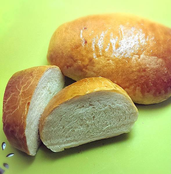 巨蛋牛奶幸福麵包