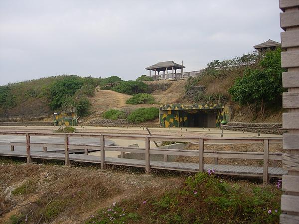 海邊景色12 - 廢棄的防空洞.jpg