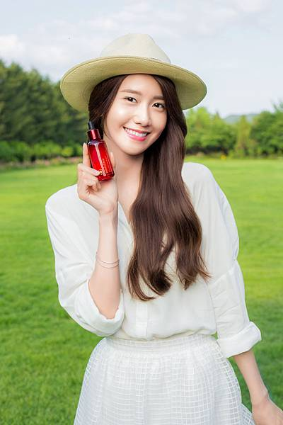 Innisfree-Jeju-Pomegranate-Revitalizing-Visual_Yoona1-s.jpg
