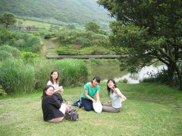 耶!湖邊野餐
