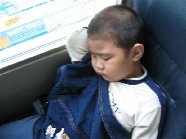 車上小朋友睡相