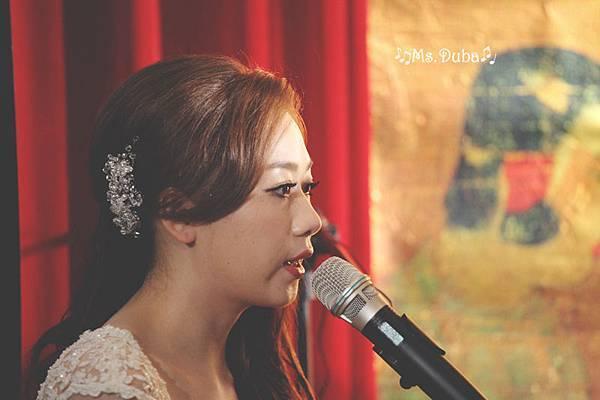 新娘自彈自唱