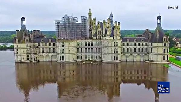 FLOODED_CHATEAU_DE_CHAMBORD_2007621767_mp4_video_1280x720_2432000_primary_audio_eng_4_1280x720_2006597819