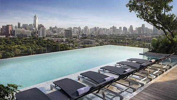 SO-Sofitel-Bangkok-Infinity-Pool-3
