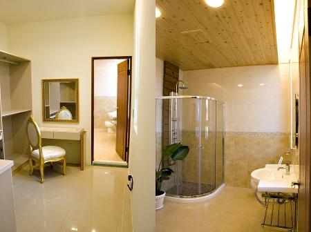 主臥更衣間與浴室