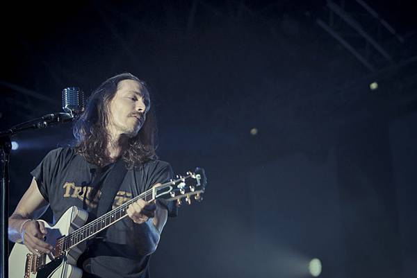 fng-on-stage-incubus-2012-11