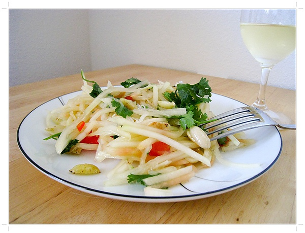 Homemade green papaya salad