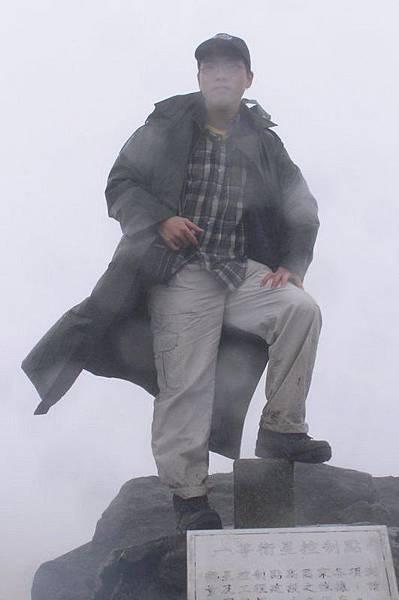台北最高峰 風好大