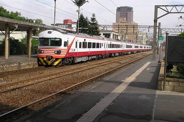 EMU1200 紅斑馬 1008次