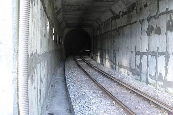 九芎坪隧道,靠內灣側