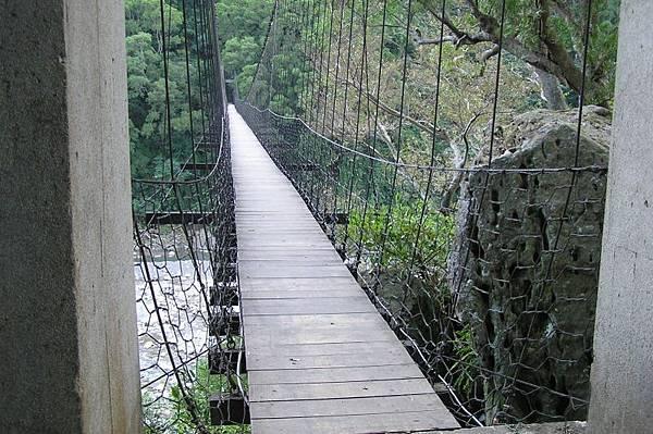 蟠龍吊橋 比內灣吊橋安靜多了