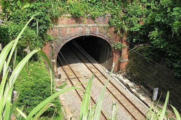 竹子嶺(竹仔寮)隧道 八堵端 (左)