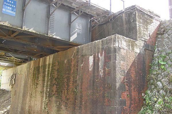 基隆河鐵橋 基座