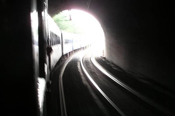 出南港隧道