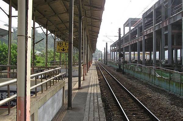 七堵車站後站 月台